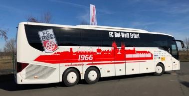 Mannschaftsbus im neuen Design